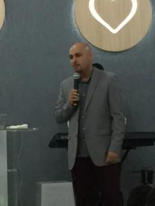 Pastor Maurício, um vencedor com estigma de Profeta, profetizou em nossas vidas finalizando o encontro Ativando jovens para os Cinco Ministérios