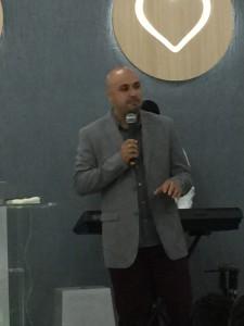 Pastor Maurício, um vencedor nato com estigma de Profeta, profetizou em nossas vidas, finalizando o encontro Ativando jovens para os Cincos Ministérios.